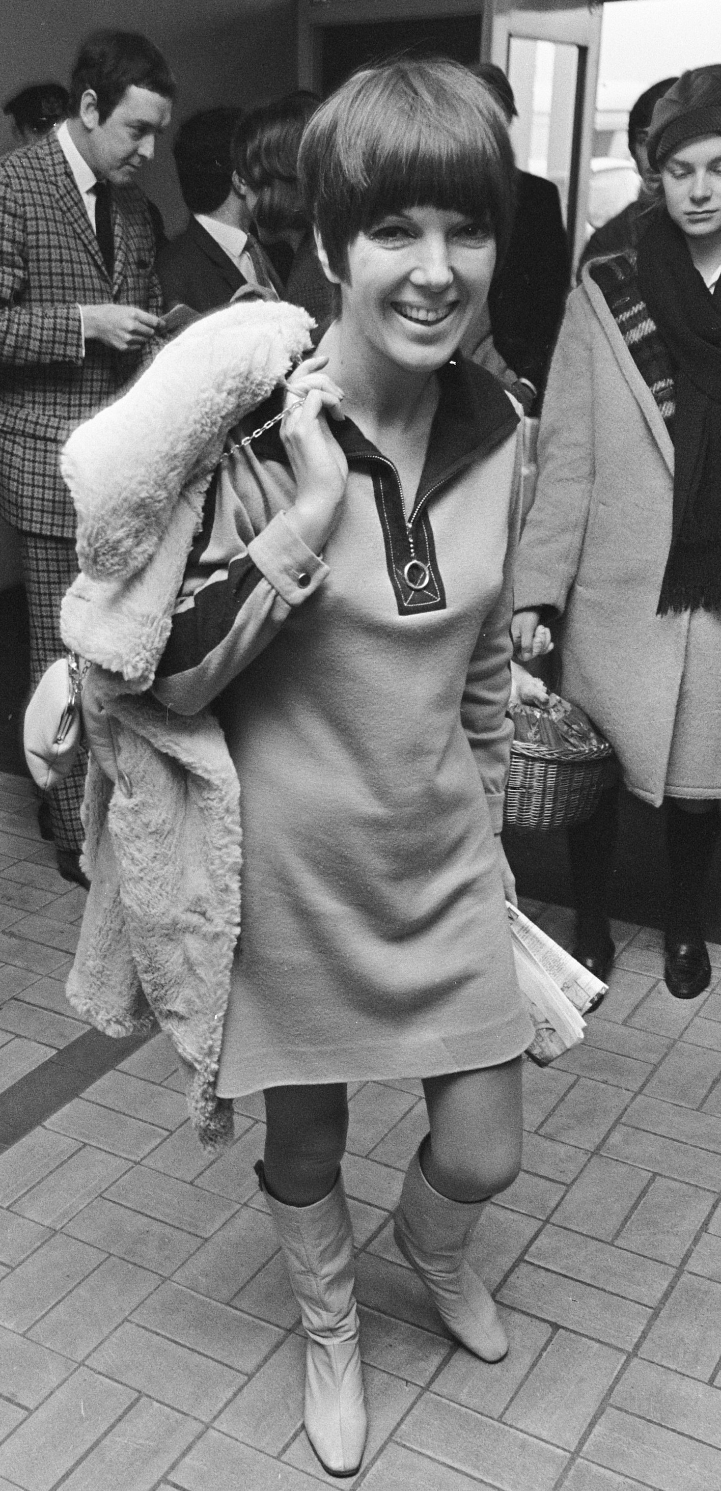 Mary_Quant_in_a_minidress_(1966)